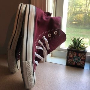 💥All-Star Converse Maroon HighTops 💥